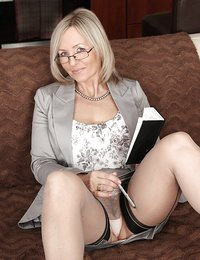 Gorgeous sexy mature amateurs in stockings