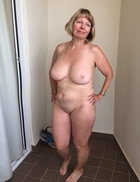 Amateur mature nude model