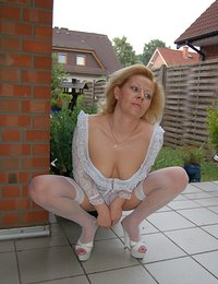 hot horny housewives showing
